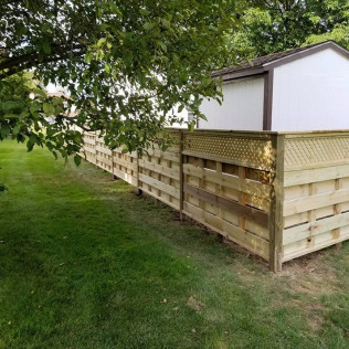 custom wood fencing in Syracuse ny